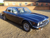 DAIMLER DOUBLE SIX 5.3 V12 - 1990 - FINISHED IN METALLIC BLUE & CONTRASTING GREY HIDE INTERIOR - COVERED 89K KLM / 55K MILES FROM NEW WITH 1 OVERSEAS OWNER  - STUNNING CAR