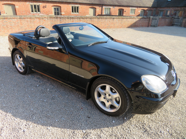 MERCEDES SLK 230 KOMPRESSOR CONVERTIBLE - AUTO - 2001 - COVERED 46K MILES FROM NEW - FINISHED IN MET
