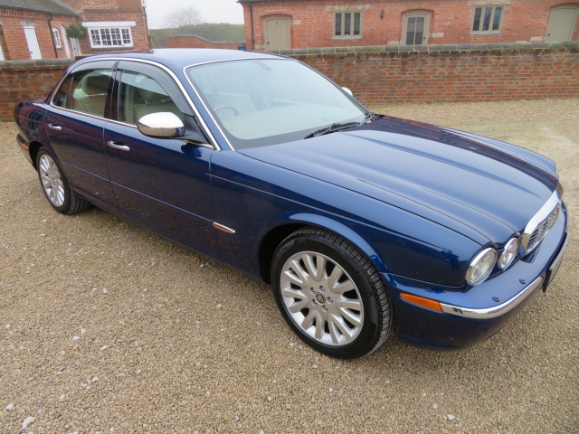 SOLD   -   SOLD   -  SOLD  - JAGUAR XJ8 3.5 SE AUTO 2004 - COVERED 28K MILES / 45K KLM FROM NEW WITH