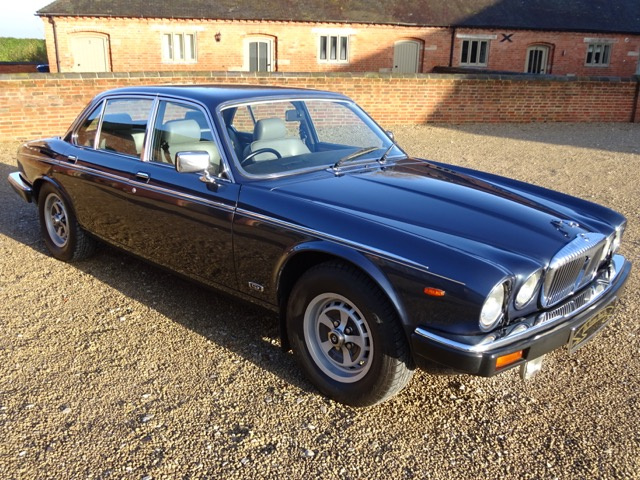 SOLD   -   SOLD   -   SOLD   -   DAIMLER DOUBLE SIX 5.3 V12 - 1990 - FINISHED IN METALLIC BLUE & CON